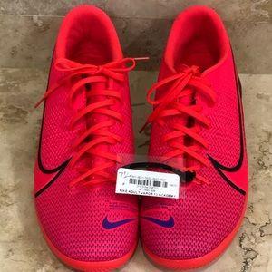 NWT Ladies Nike 7.5